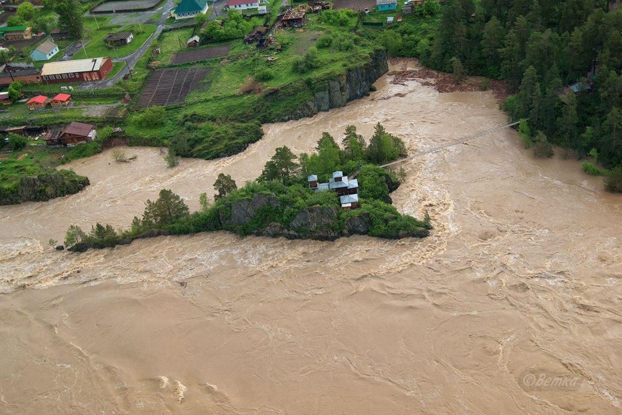 уровень воды во время потопа в районе острова Патмос на Алтае 2014 фото