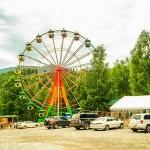 Колесо обозрения в парке развлечений на ГЭС