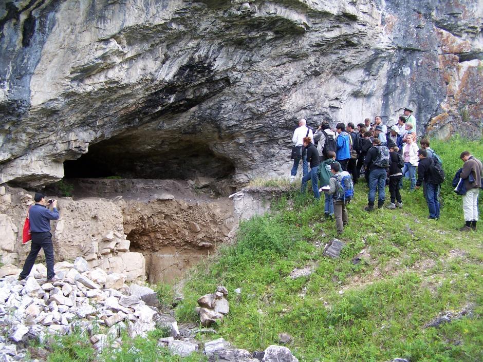 из Денисовой пещеры
